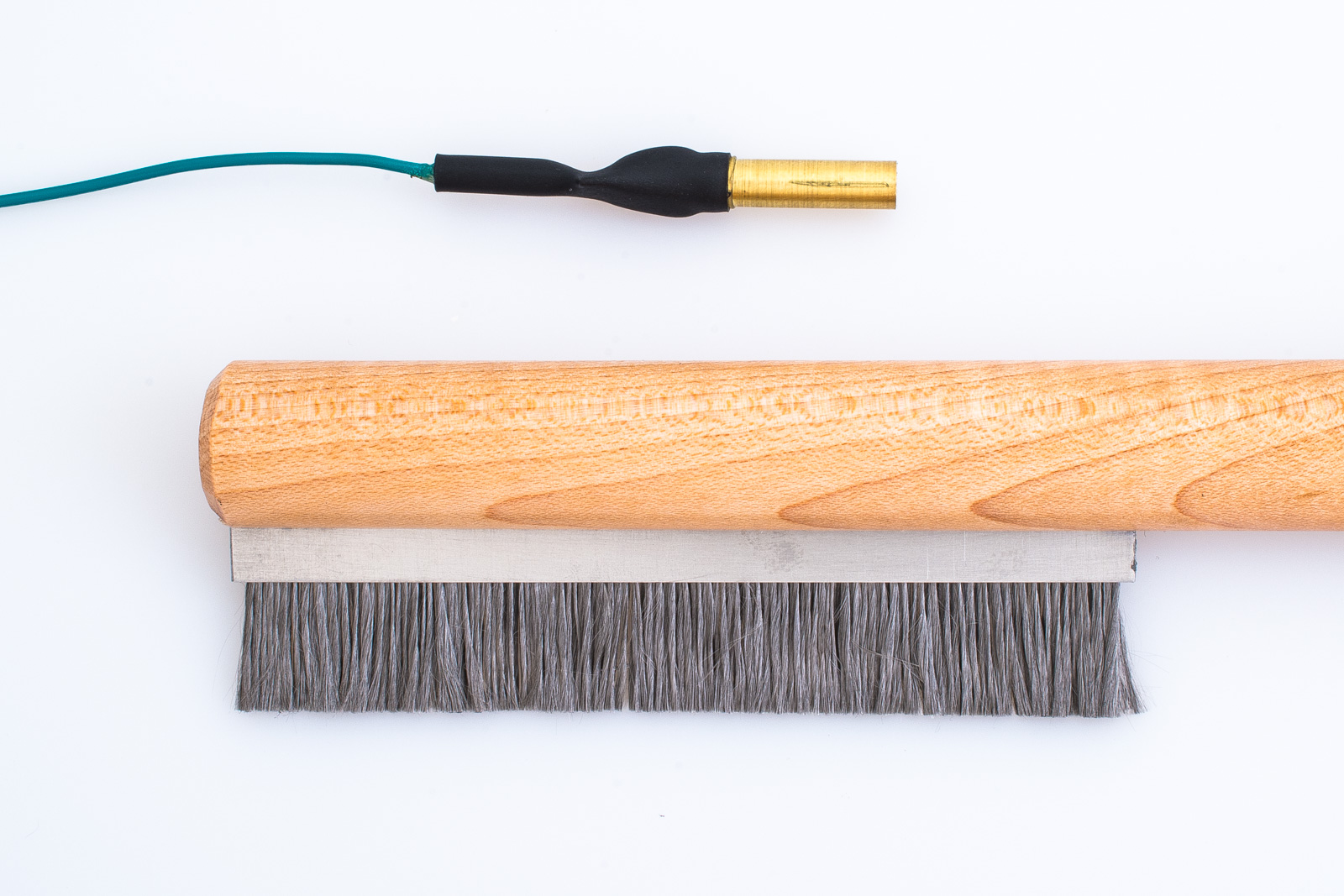 Static Draining Record Brush : with grounded soft steel bristles
